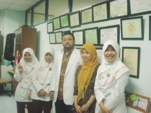 Bersama dr. Aldrin Neilwan P di RS Kanker Dharmais Jakarta